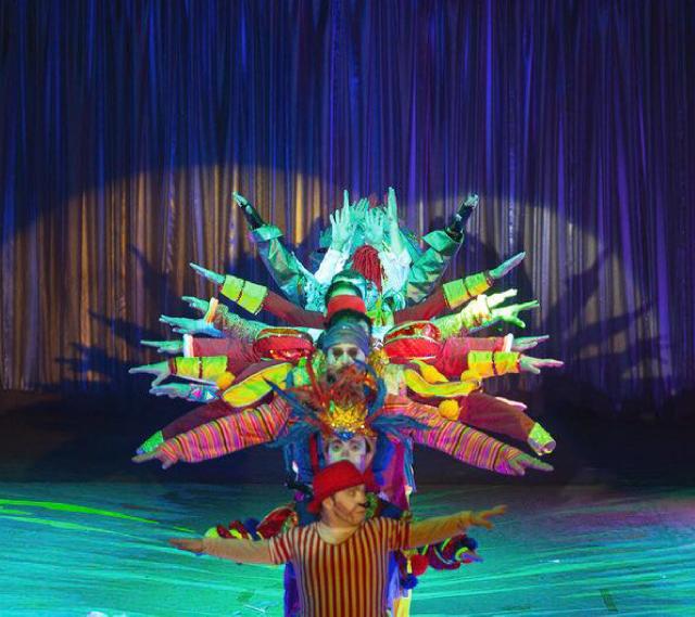 Colours Island Circus